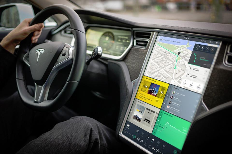 Tesla Interface Design Konzept